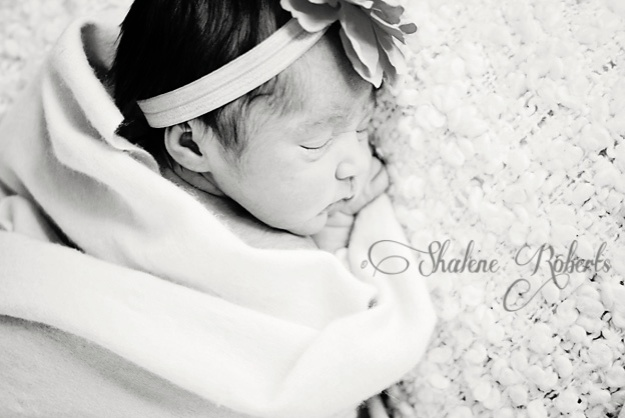 A Newborn Shoot with Baby N | Faith and Composition